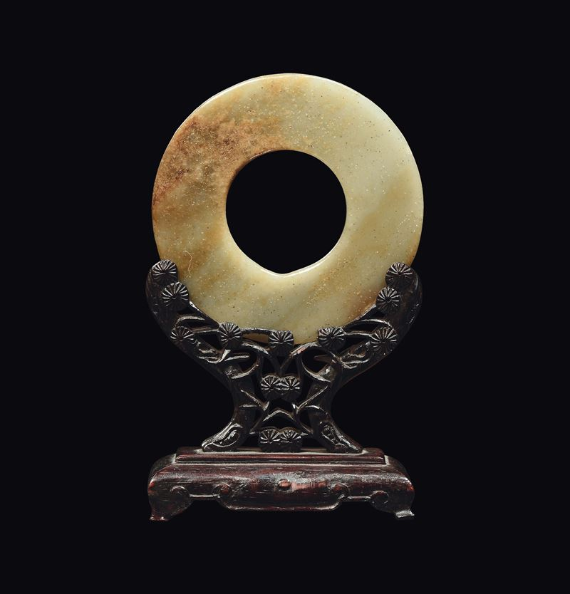A yellow and russet jade Pi, China, Song Dynasty, 12th/13th century  - Auction Fine Chinese Works of Art - II - Cambi Casa d'Aste