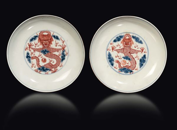 A pair of porcelain dishes with blue and red dragons, China, Qing Dynasty, 19th century