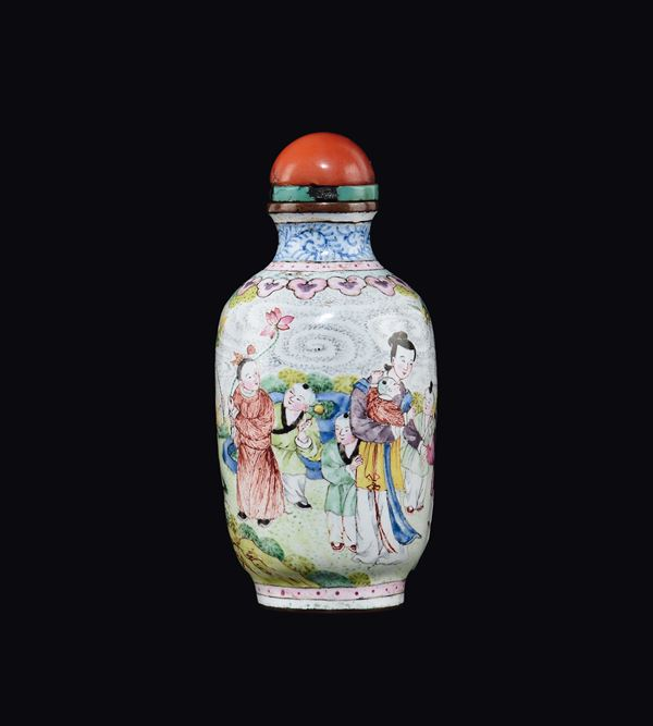 An enamel snuff bottle with figures of Guanyin, China, Canton, Qing Dynasty, 19th century
