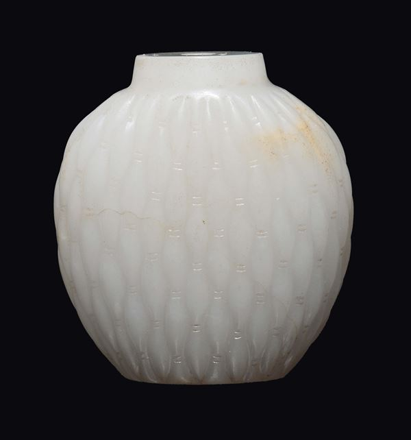A white jade snuff bottle, China, Qing Dynasty, 19th century