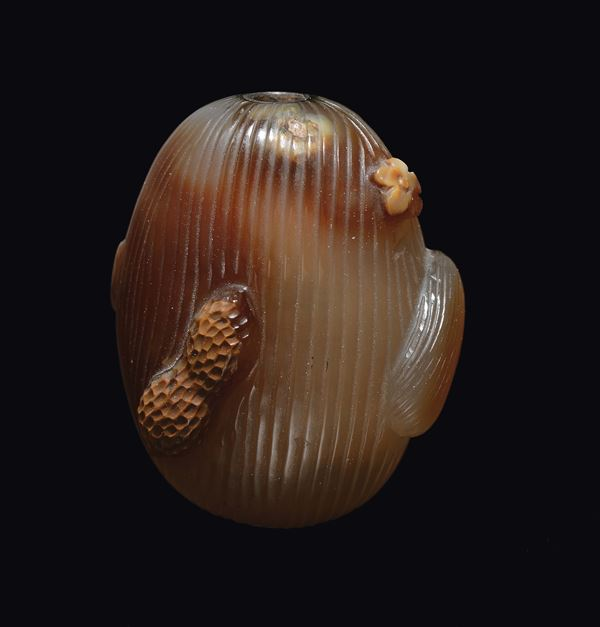 An agate nut snuff bottle, China, Qing Dynasty, 19th century