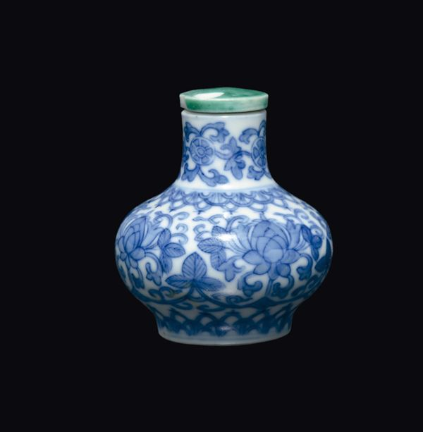 A blue and white snuff bottle, China, Qing Dynasty, 19th century