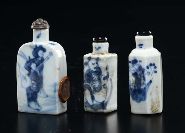 Three blue and white porcelain snuff bottles with figures, China, Qing Dynasty, 19th century