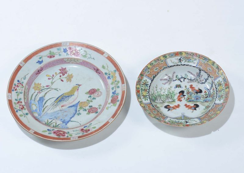 A pair of polychrome enamelled porcelain dishes, China, Qing Dynasty, 18th and 20th century  - Auction Fine Art - Cambi Casa d'Aste