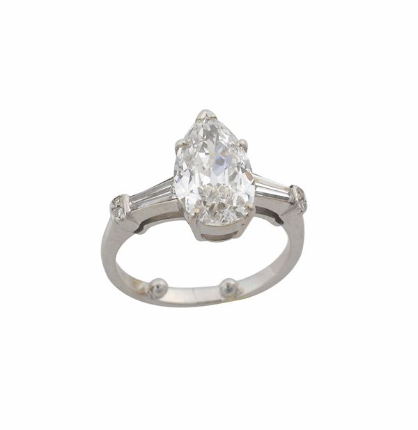 A pear cut diamond ring weighing approximately 2,40 carats. Tiffany & C.