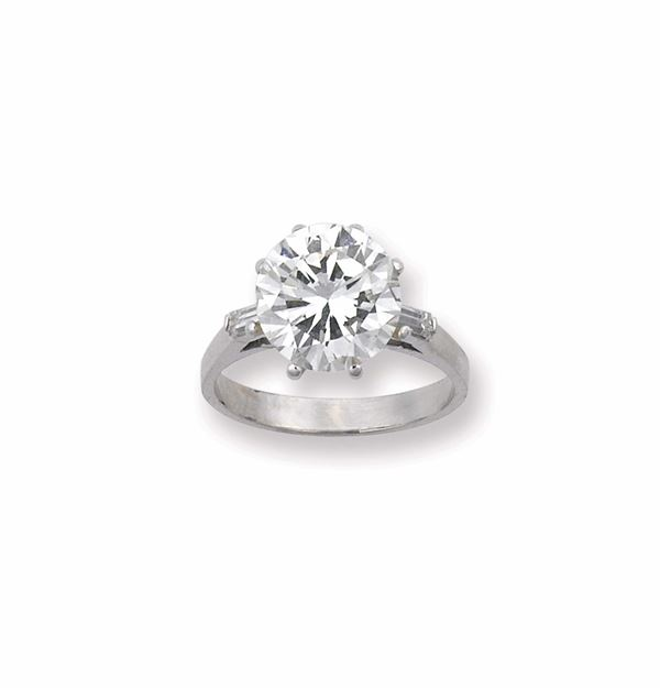 An unmonted brilliant - cut diamond ring. R.A.G report