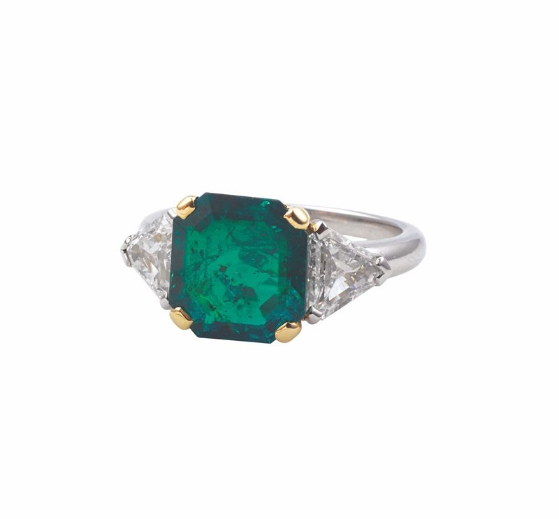 An emerald and diamond ring. CISGEM report n°82640  - Auction Fine Jewels - I - Cambi Casa d'Aste