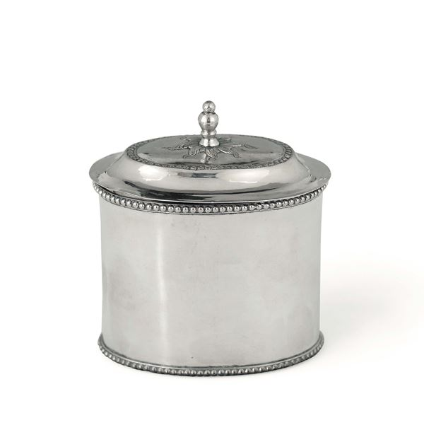 A box in molten, embossed and chiselled silver, Russia, Saint Petersburg 1797, assayer Aleksandr Iibich Yashinov (1795-1826)