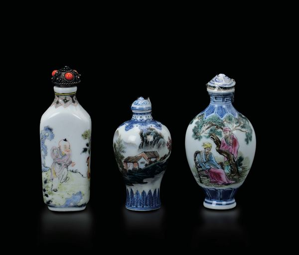 Three different polychrome enamelled porcelain snuff bottles with figures and inscriptions, China, Qing Dynasty, 19th century