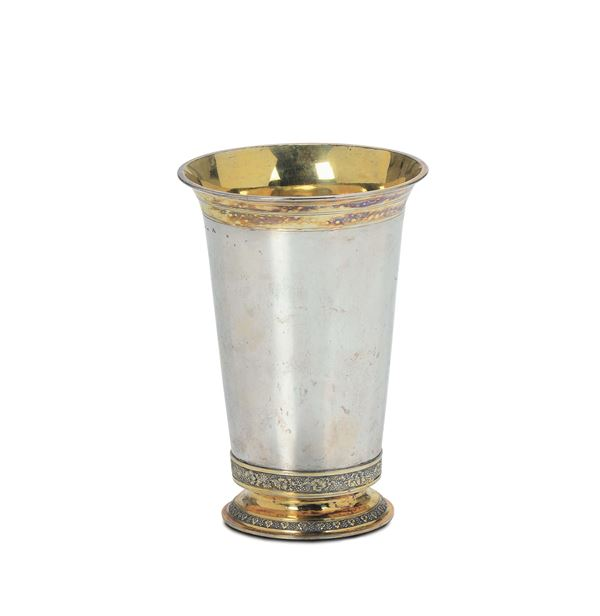 A cup in silver and embossed, chiselled, gilded silver, Ausburg 1822, silversmith Johann Georg Kroner (1819-1855)