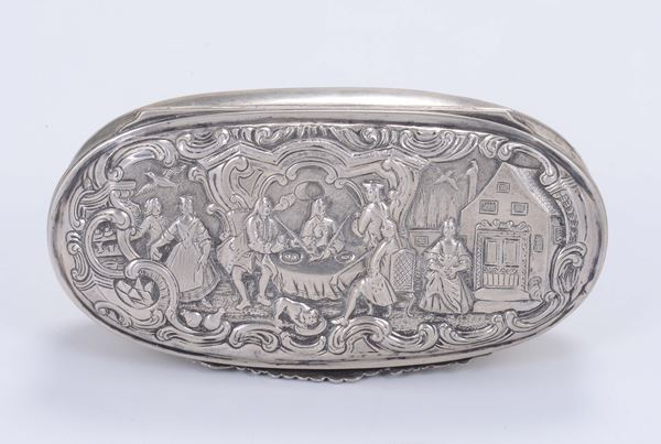 A snuffbox in embossed and chiselled silver, Germany, Ausburg (?), 18-19th century