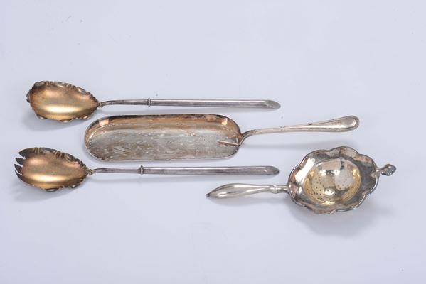 A table set in silver-plated metal made up of two pieces of silverware, one slice and one strainer, Italy 20th century