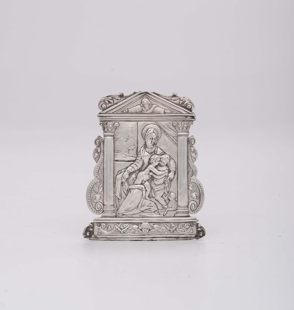 A Renaissance peace in embossed silver depicting the Virgin, the Baby Jesus and Saint John, end of the 17th century (marks of master silversmith ZP, of the assayer and the lion in moleca)