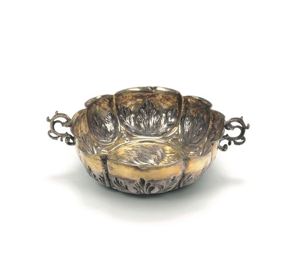 Drinking cup in molten, embossed, chiselled and gilded silver, Germany, 17-18th century, silversmith's and assayer's marks PL and PM within a heart