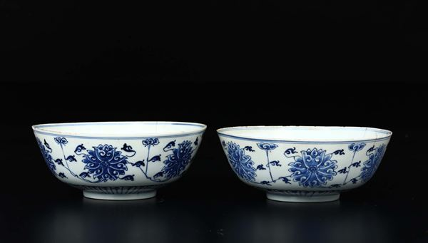A pair of blue and white porcelain cups with flower decoration, China, Qing Dynasty, 19th century