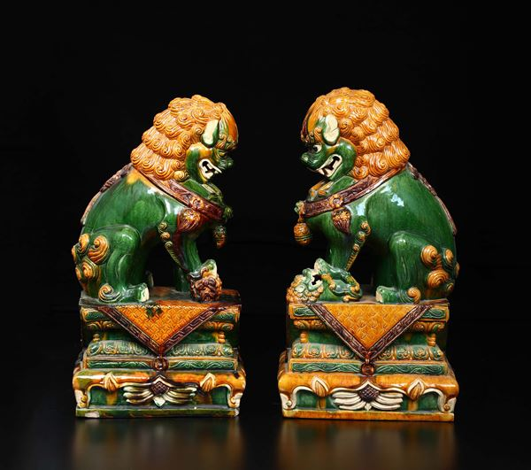 A pair of Sancai porcelain Pho dogs, china, Qing Dynasty, 19th century