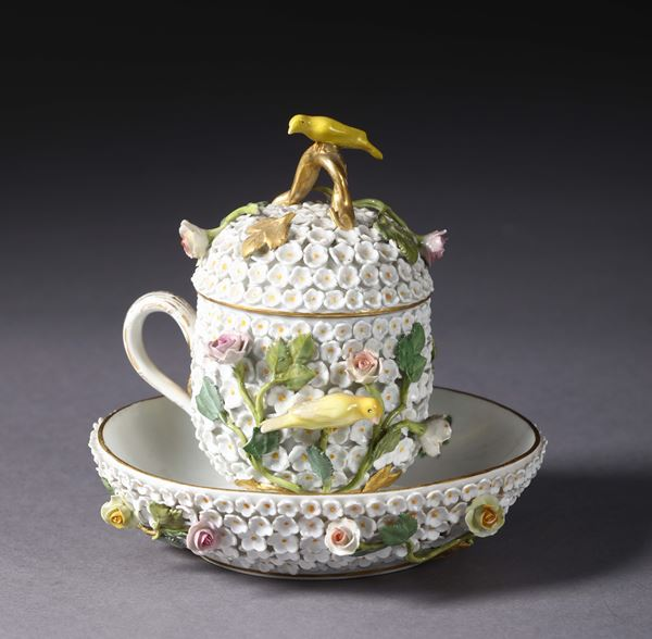 A covered cup with plate. Meissen, 20th century