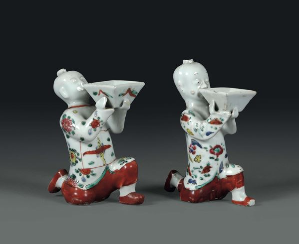 A pair of offering figures in polychrome porcelain, China, Qing dynasty, 19th century