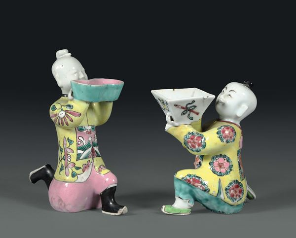 Two offering figures in polychrome porcelain, China 19th century