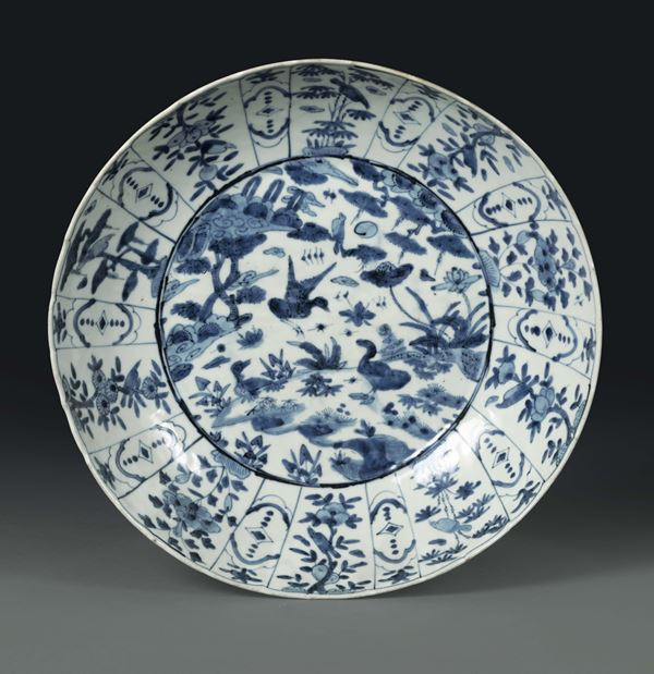 A porcelain plate with a white and blue decoration, China Qing dynasty, 18th century