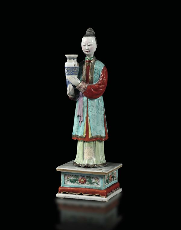 A female figure with a polychrome porcelain vase, China Qing dynasty, 19th century