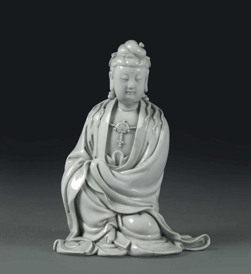 A crouching Guanyin in Blanc de Chine porcelain, China, Qing dynasty, 19th century  - Auction Taste, Furniture and Residences, An Italian Collection - Cambi Casa d'Aste