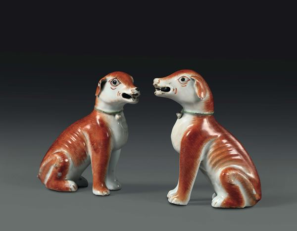 Two dogs in polychrome porcelain, China, Qing dynasty, 18th century