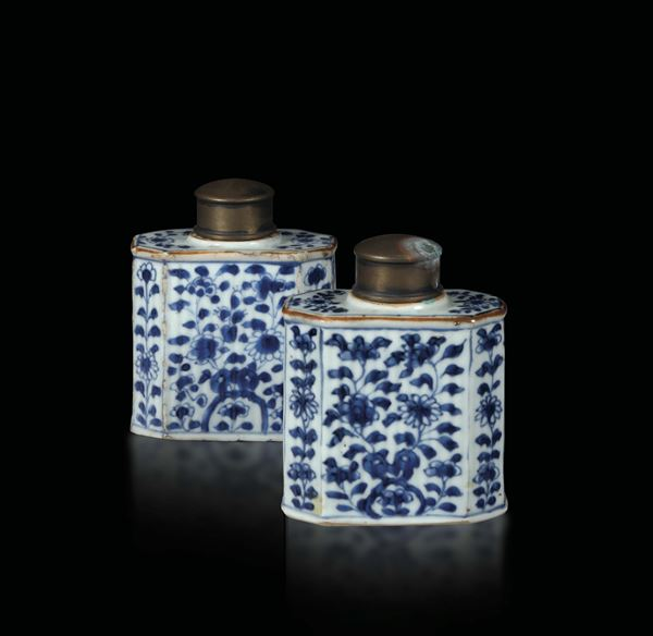 A pair of tea boxes in porcelain with a white and blue decoration, China Qing dynasty, 19th century