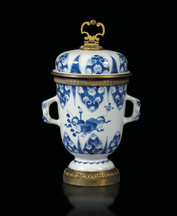 A porcelain potiche, China, Qing dynasty, 18th century