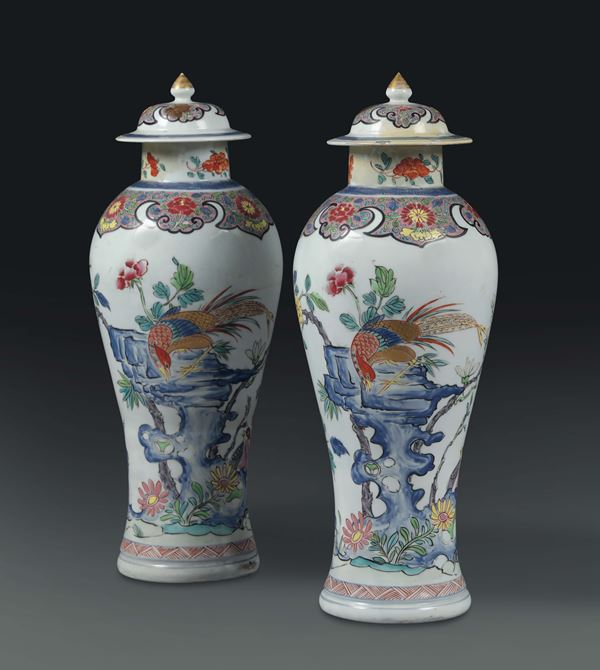 A pair of potiches in polychrome porcelain, China, Qing dynasty, 19th century