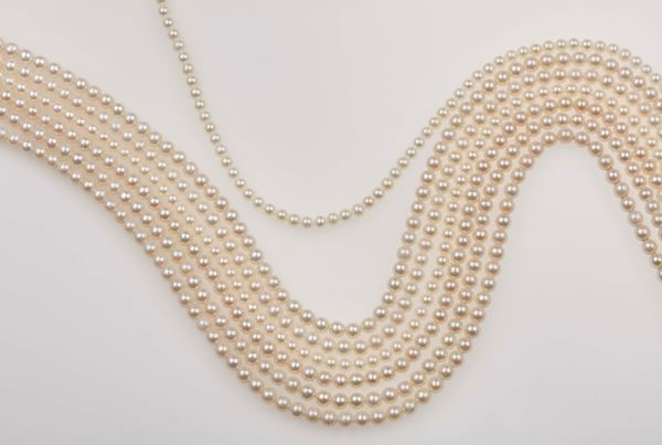 Lot consisting of 7 and half rows of cultured pearls
