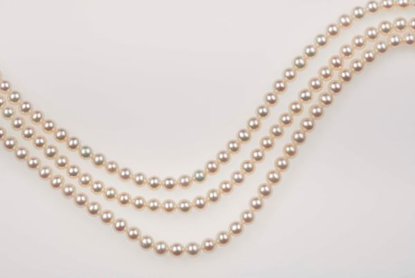 Lot consisting of 3 rows of cultured pearls