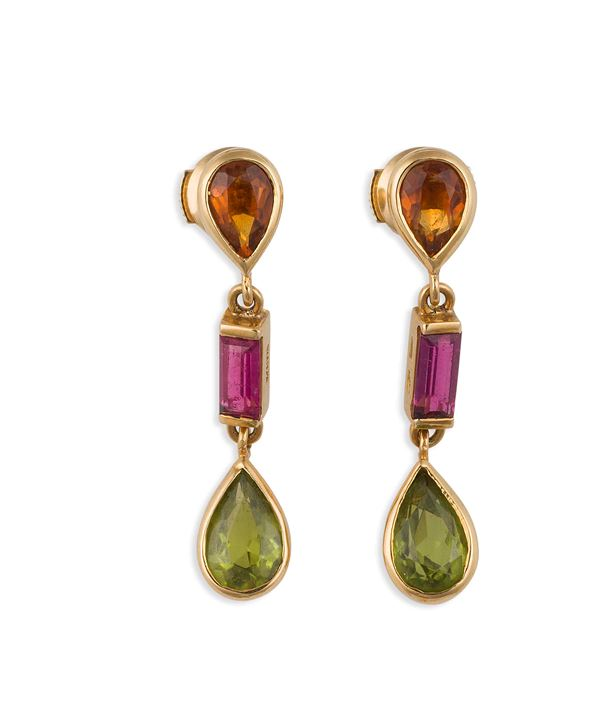 Pair of tourmaline and gold pendent earrings. Petochi