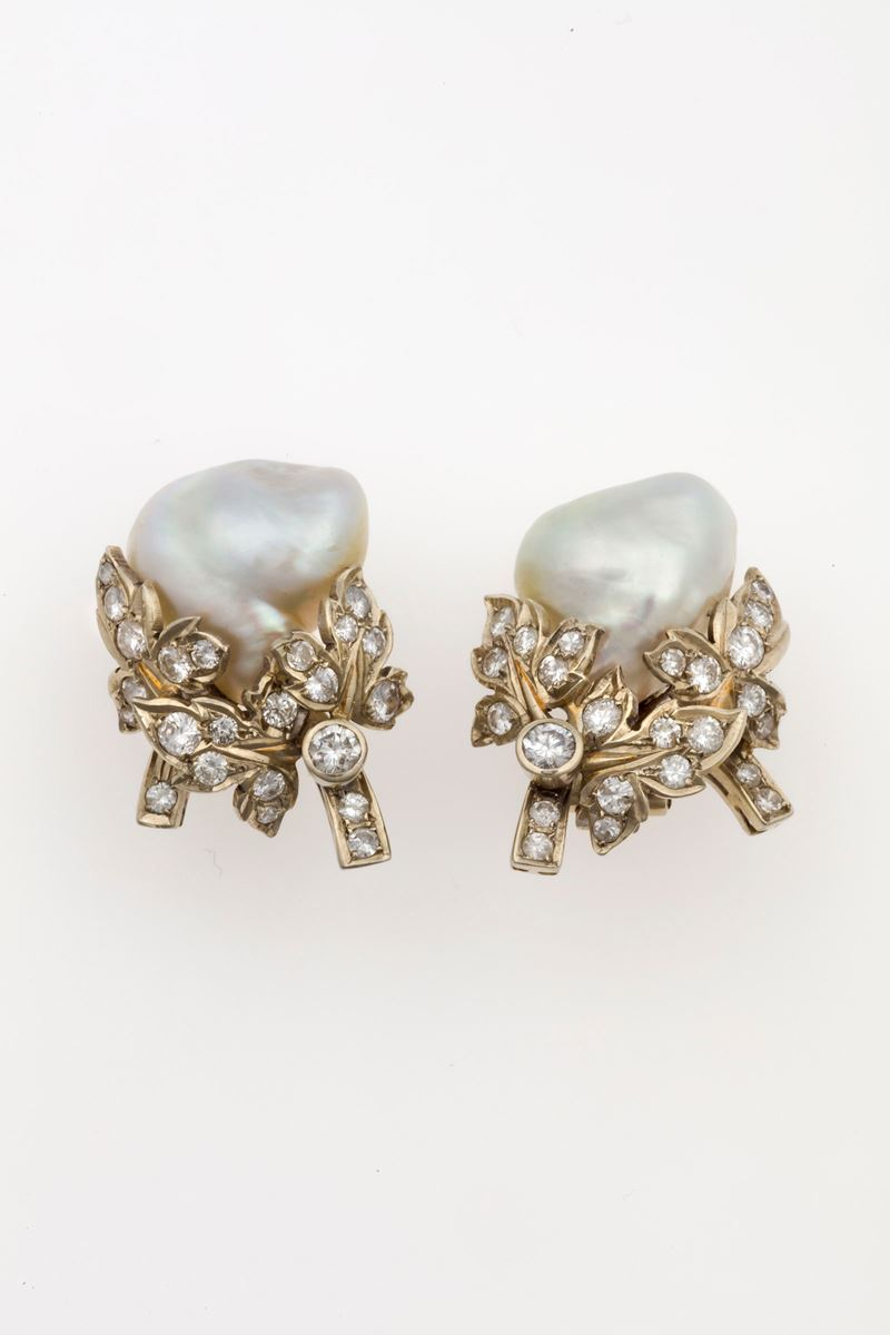 Pair of cultured pearl and diamond earrings  - Auction Fine Jewels - Cambi Casa d'Aste