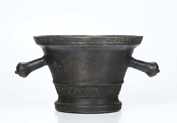 A large mortar in molten and chiselled bronze. Italy, first quarter of the 18th century