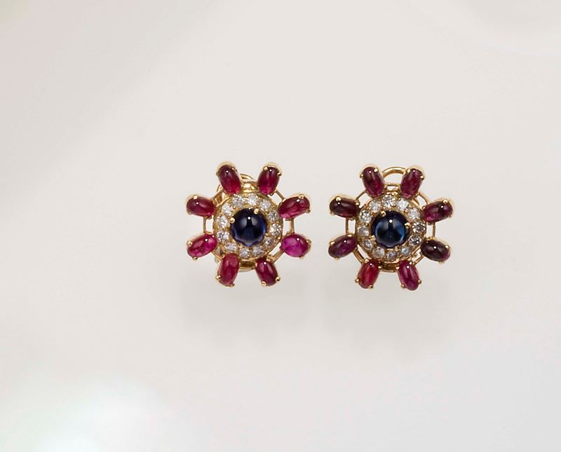 Pair of ruby, sapphire and diamond earrings  - Auction Fine Jewels - Cambi Casa d'Aste