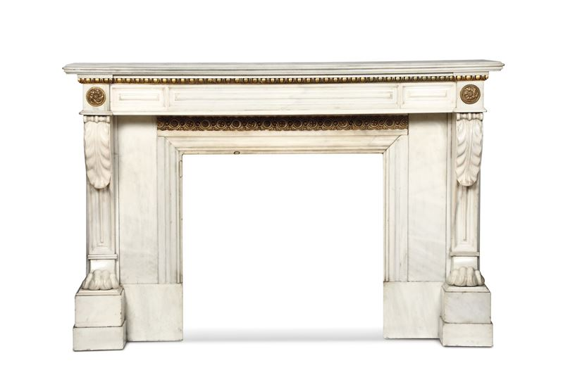 A chimney in carved white marble with details in molten, chiselled and gilded bronze. Neoclassical Art, Italy 19th century  - Auction Important Artworks and Furnitures - Cambi Casa d'Aste