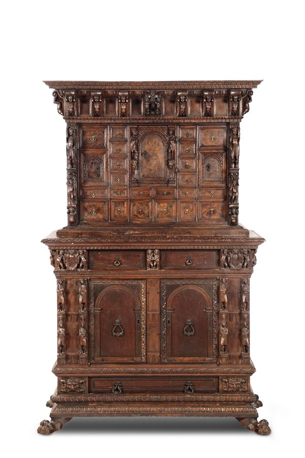 A carved cabinet in walnut and walnut wood with a supporting item, Genoa 17th-18th century