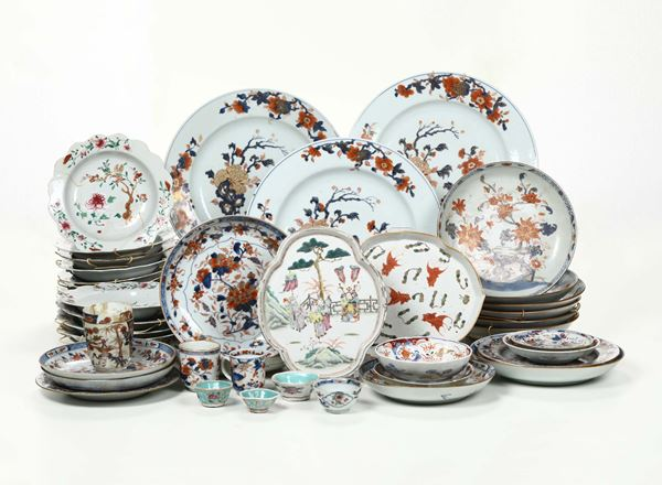 A lot of plates and cups in Imari porcelain, China/Japan, 19th/20th century