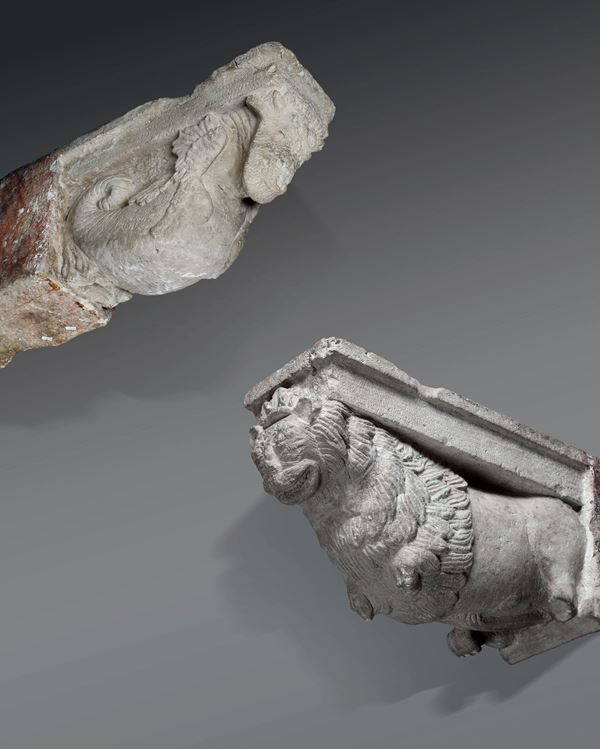 A pair of sculpted stone shelves with leonine protomes. Romanic lapidary, active in Southern Italy in the 13th - 14th century