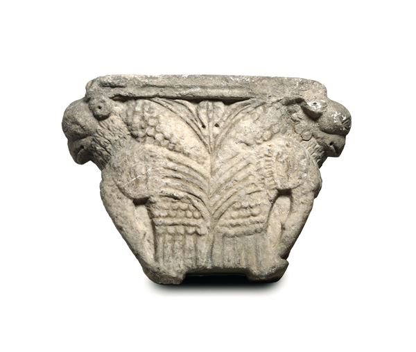 A pulvin in carved marble. Romanic art from Southern Italy, 13th - 14th century
