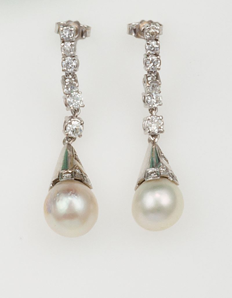 Pair of cultured pearl and diamond pendent earrings  - Auction Fine Jewels - Cambi Casa d'Aste