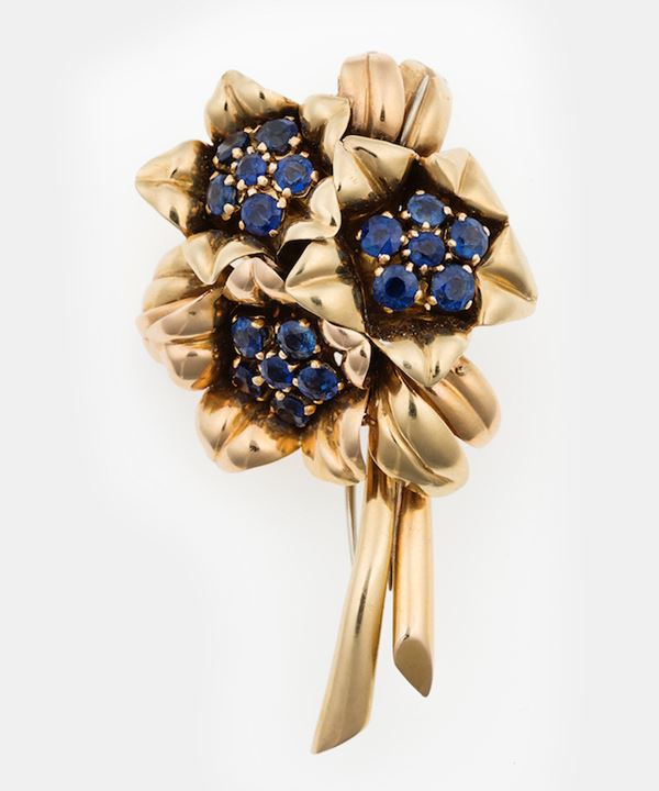 Sapphire and gold brooch