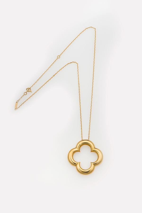 Alhambra gold pendant necklace. Signed and numbered Van Cleef & Arpels CU1121. Fitted case