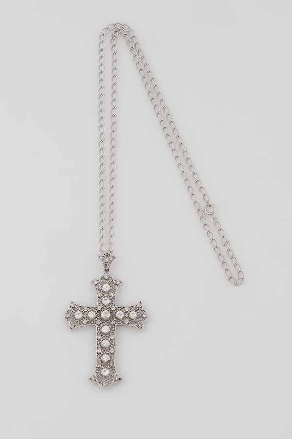 Old-cut diamond and platinum pendant. Fitted case