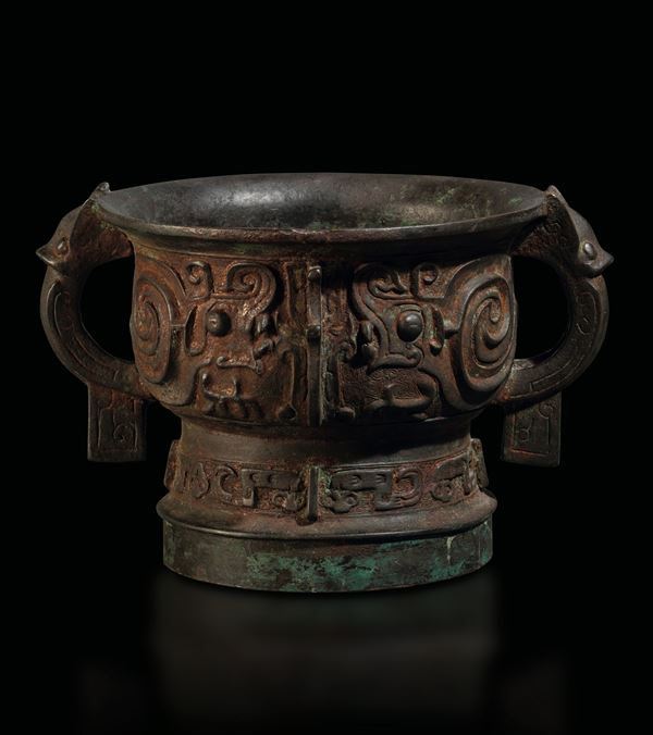 A bronze Gui vase, China, Ming Dynasty, 1600s
