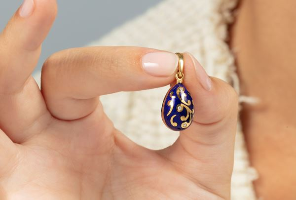 Enamel and diamond egg pendant. Signed Fabergé. Fitted case. Certificate of authenticity