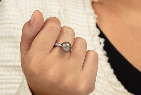 Cultured gray pearl and diamond ring