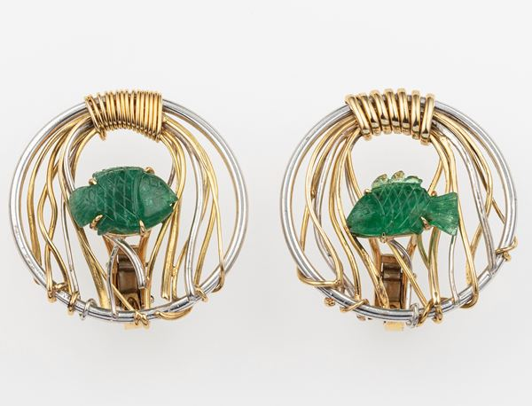 Pair of emerald and gold earrings. Signed Enrico Cirio