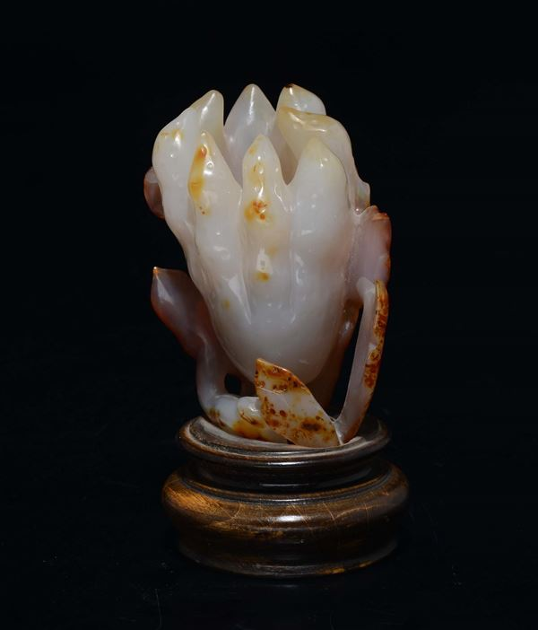 An agate lotus flower, China, Qing Dynasty, 1800s
